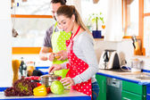 Couple cooking in domestic kitchen healthy food — Stock Photo