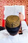 Asian Muslim man studying Koran or Quran — Stock Photo