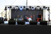 An empty Stage Before the Concert with floodlight and musical instruments — Stock Photo