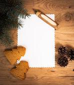 Feuille blanche sur le plancher en bois avec un crayon et des décorations de Noël — Photo