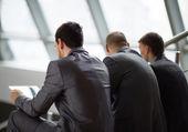 Retrato de socios de negocios inteligente comunicar en reunión — Foto de Stock