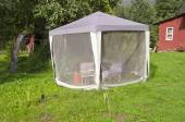 Summer house tent with mosquito protection in farm yard — Photo