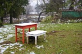 Two wooden table with autumn first snow in farm garden — ストック写真