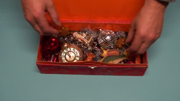Opening vintage red box with Christmas New Year various retro toys — Vídeo de stock