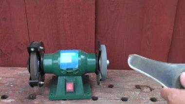 Sharpening grass cutter lawn mower trimmer steel blade — Stock Video