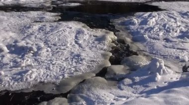 Spring ice and water splash on river — Stock Video