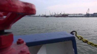 Passenger ferry  ship arrives in big  port — Stock Video