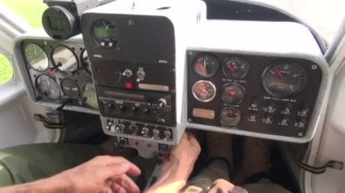 Small aircraft console and starting moment — 图库视频影像