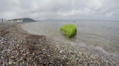 Beautiful beach with stone pebbles in Rhodes island. Aegean seashore timelapse 4K — Stock Video