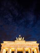 Germany, Berlin - September 29, 2014. Close-up on Quadriga located on top of Brandenburg Gate in Berlin, Bermany. Night picture of Quadriga with dark, black sky. Text place — Foto de Stock