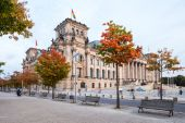 Autumn view of Reichstag - constructed to house Imperial Diet, opened in 1894. Berlin - Germany - September 29, 2014 — Foto de Stock