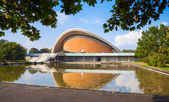Haus der Kulturen der Welt - House of the Cultures of the World. Overview of the characteristic building in the shape of the oyster. Known as conference hall — Stock Photo