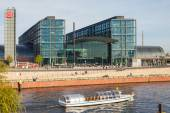 Berlin - Germany - September 28. A tourist boat floats on the river Spree in Berlin. On background modern building of main railway station (Hauptbahnhof). Berlin - Germany - September 28, 2014. — Stock Photo