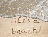 Rukou psané život je pláž text — Stock fotografie