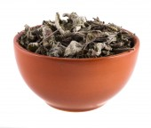 Dried mint in a bowl isolated on white background — Stock Photo