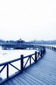 Chinese traditional style wooden bridge in the snow   — Stock Photo