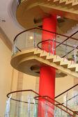 Miasto kryty szklane schody obrotowe — Zdjęcie stockowe
