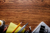 Oficina o escuela materias en tabla con área de texto — Foto de Stock