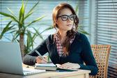 Pretty nerd girl studies — Stock Photo