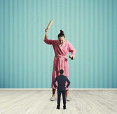 Housewife screaming at small husband — Stock Photo