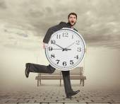Man with clock in foggy park — Stock Photo