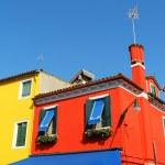 Разноцветные дома на Бурано-остров, Венеция, Италия — Стоковое фото #56559811
