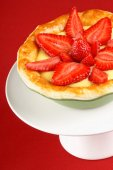 Strawberry and custard tart on a cakestand — Stock Photo