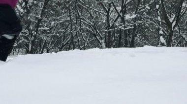 Girl running in snow — Vídeo stock