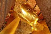 Estátua de Buda de ouro reclinado, Tailândia — Fotografia Stock