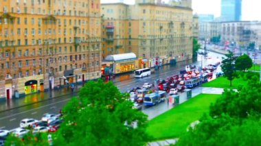 Urban road with cars and pedestrians Russia Moscow — Stock Video
