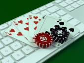 Cards and chips for poker on keyboard. — Stockfoto