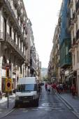 Narrow street that crosses Ramblas — Stock Photo