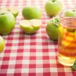 Fresh apple and juice — Stock Photo #51810279
