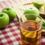 Glass fresh apple — Stock Photo #61005563