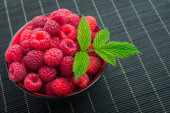 Red raspberry with green leaf  — Stock Photo