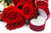 Roses flower and golden ring — Foto Stock