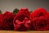 Romantic red roses with box gift — Foto Stock