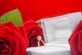 Composition of roses and golden ring — Stock Photo