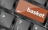 Mand woord op toets op het toetsenbord, notebook-computer — Stockfoto