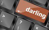 Darling knop op computer pc toets op het toetsenbord — Stockfoto