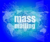 Massa-mailing woord op het digitale scherm, global communicatieconcept — Stockfoto