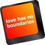 Wording love has no boundaries on computer keyboard key — Stock Photo #58308977