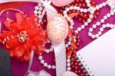 Pasen achtergrond met eieren, linten en voorjaar decoratie — Stockfoto