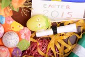 Easter setting with gift box and spring decoration — ストック写真
