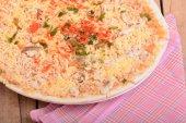 Pepperoni en rodajas es una pizza popular — Foto de Stock