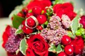 Two wedding rings lie on a bouquet — Stock Photo