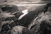 People on rocks harsh Norway — Stock Photo