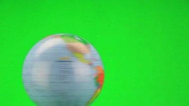 Rotating globe on green — Stock Video
