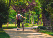 Cycling outdoor - Biker girl exercise in the park, woman fitness — Fotografia Stock