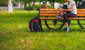 Biker girl relaxing in the park, woman fitness — Stock Photo